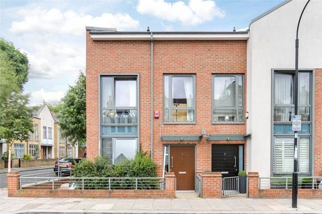 Thumbnail Flat to rent in Elbe Street, Fulham
