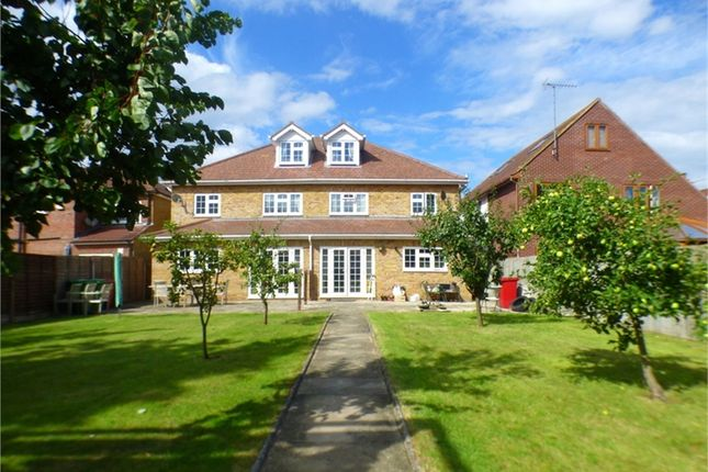 Thumbnail Semi-detached house to rent in Langley Road, Langley, Berkshire