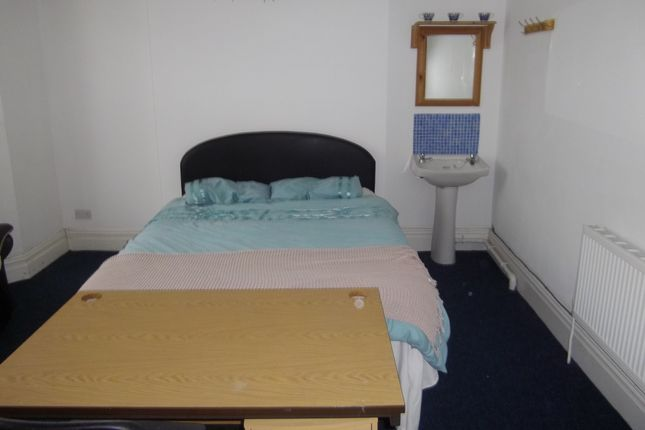 Thumbnail Shared accommodation to rent in 30 Ernald Place., Swansea.