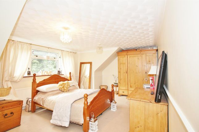 Bedroom of Newlands Lane, Meopham, Gravesend DA13