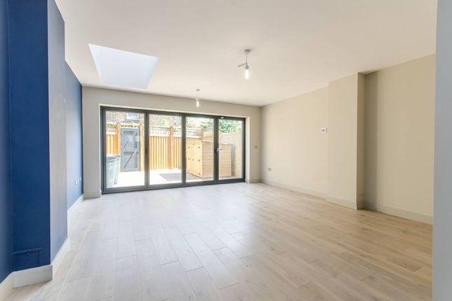 Thumbnail Property to rent in Hinton Road, Brixton