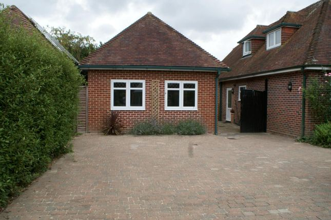 Thumbnail Bungalow to rent in Meadowlands, Havant