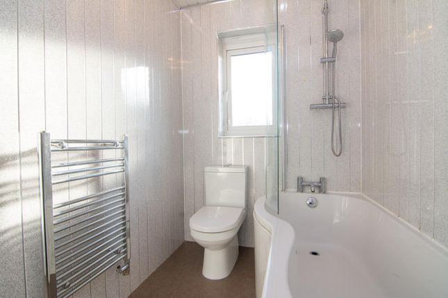 Bathroom of Broadlands Avenue, Pudsey LS28