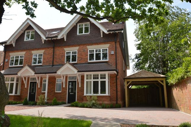Thumbnail Town house for sale in Easthampstead Road, Wokingham