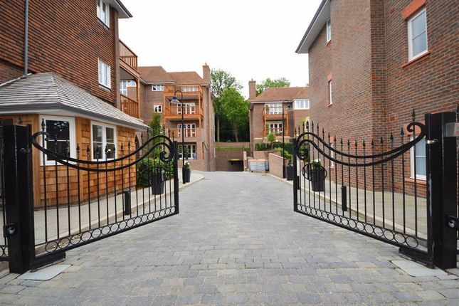 Thumbnail Flat to rent in Hammers Lane, Mill Hill, London