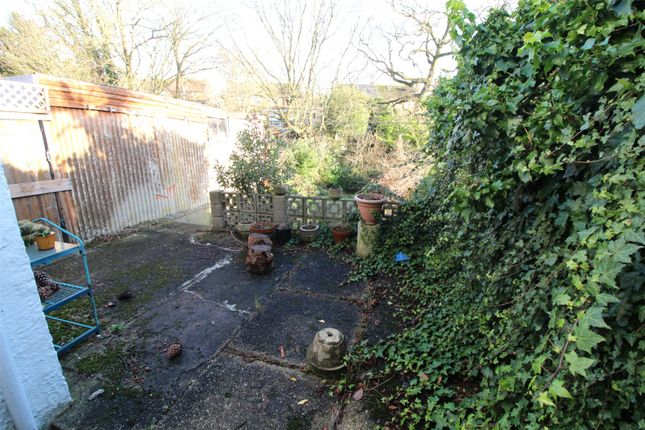 Picture No. 09 of Lakeside Crescent, Barnet, Hertfordshire EN4
