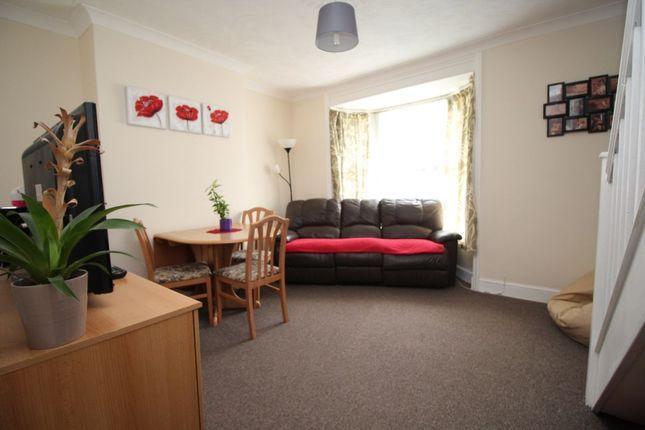 Thumbnail Flat to rent in Park Road North, Ashford