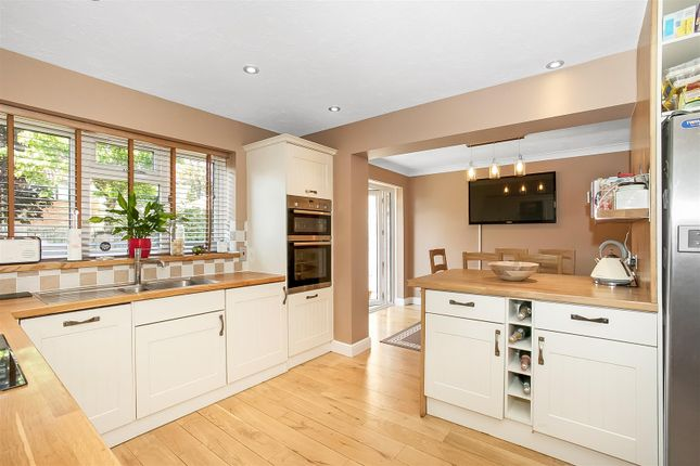 Thumbnail Detached house for sale in Danvers Way, Caterham