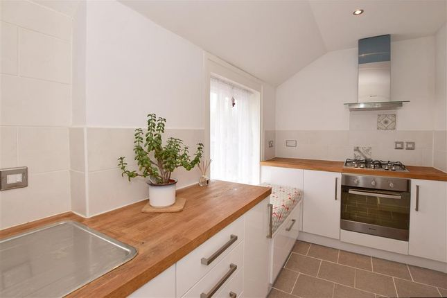 Thumbnail Flat for sale in Lees Road, Yalding, Kent