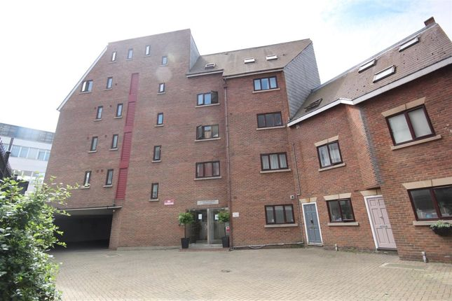 Thumbnail Flat to rent in Hulme Place, London