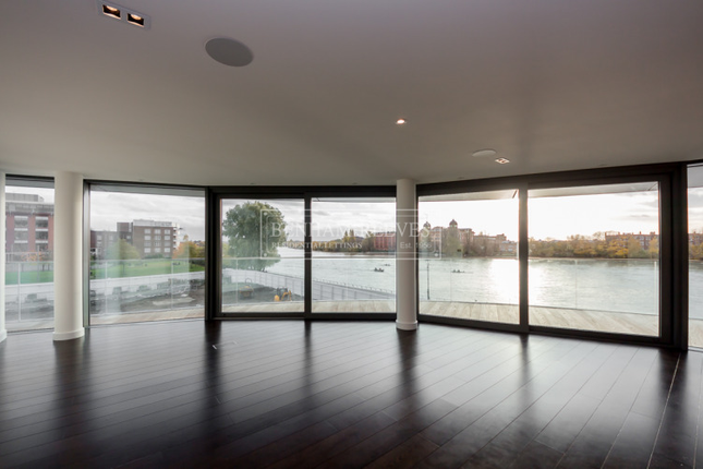Thumbnail Flat to rent in Goldhurst House, Hammersmith