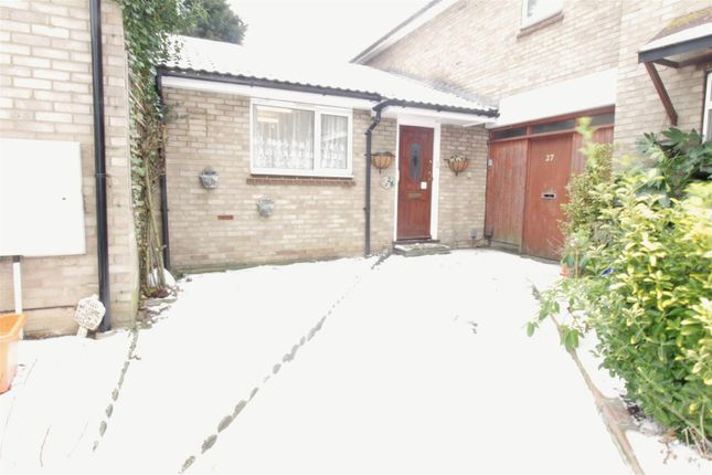 Thumbnail Flat for sale in Crown Avenue, Pitsea, Basildon