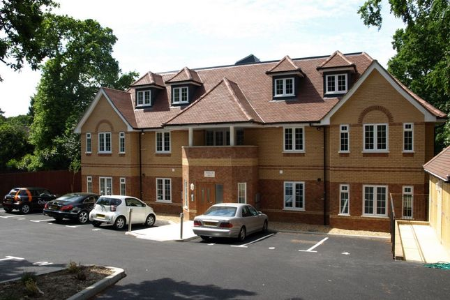 Thumbnail Flat to rent in Portsmouth Road, Camberley