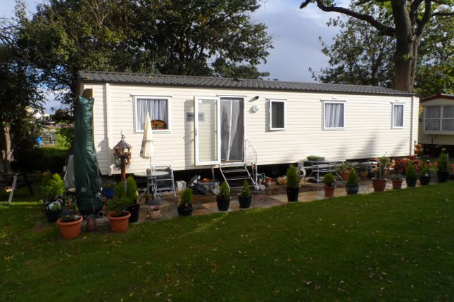 Thumbnail Mobile/park home for sale in Valley Road, Clacton On Sea