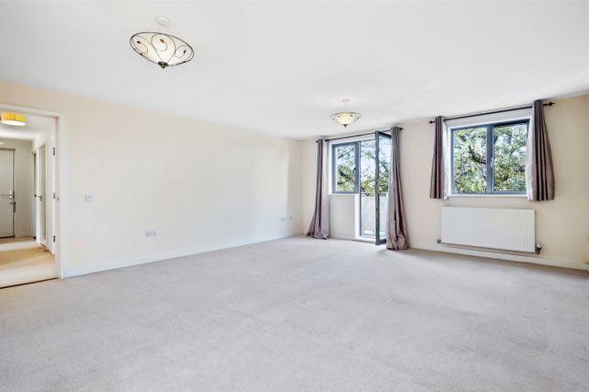 Thumbnail Flat to rent in Lapis Close, London