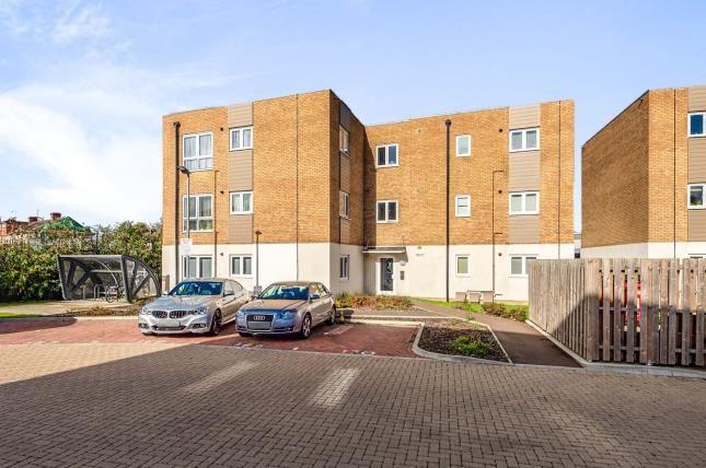 2 bed flat for sale in Beret Court, Bongrace Walk, Luton, Bedforshire LU4
