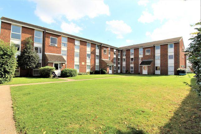 Thumbnail Flat to rent in Clyfton Close, Broxbourne