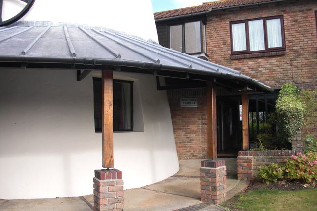 Thumbnail Flat to rent in Pagham Road, Pagham, Bognor Regis