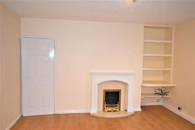 2 bed flat to rent in Mansfield Road, Rochdale OL11