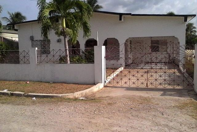 Detached house for sale in Central, Saint Catherine, Jamaica