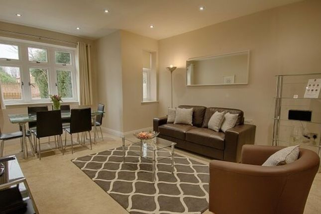 2 bed flat to rent in Ember Lane, Esher KT10