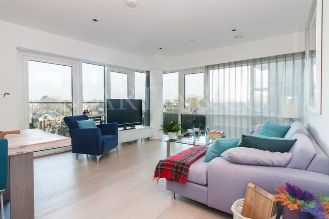 Thumbnail Flat for sale in Longfield Avenue, London