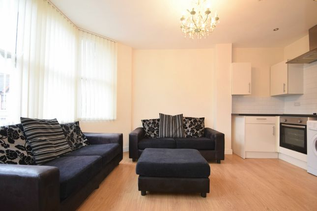 2 bed flat to rent in Shirley Road, Roath CF23