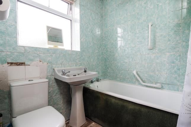 Bathroom of Buckingham Court, Porchester Road, Mapperley, Nottingham NG3