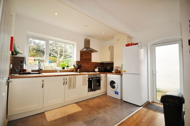 4 bed property to rent in Raymond Crescent, Guildford
