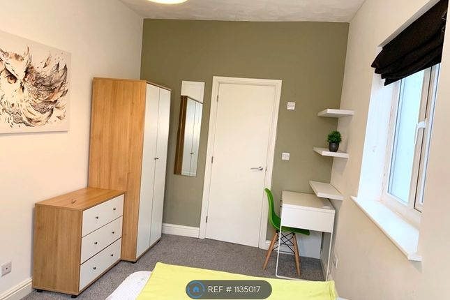 Room to rent in Worsley Road, Eccles, Manchester M30