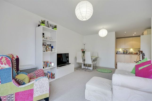 Thumbnail Flat for sale in Saffron Central Square, Croydon, Surrey