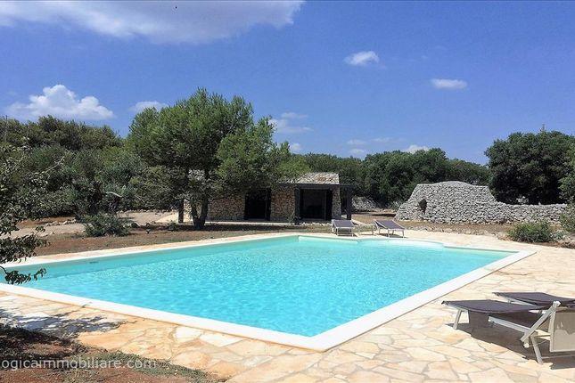 Thumbnail Villa for sale in Via U. Foscolo, Castrignano Del Capo, Apulia