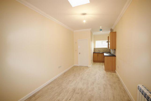 Thumbnail Flat to rent in London Road, Teynham, Sittingbourne, Kent