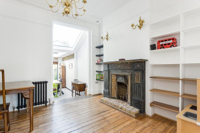 Thumbnail Flat to rent in Fairlawn Grove, London