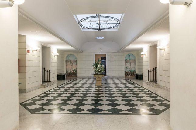 5 bed apartment for sale in Via Vittoria Colonna, 80121 Napoli Na, Italy