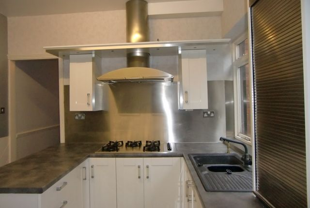 Thumbnail Shared accommodation to rent in Victoria Park Road, Leicester