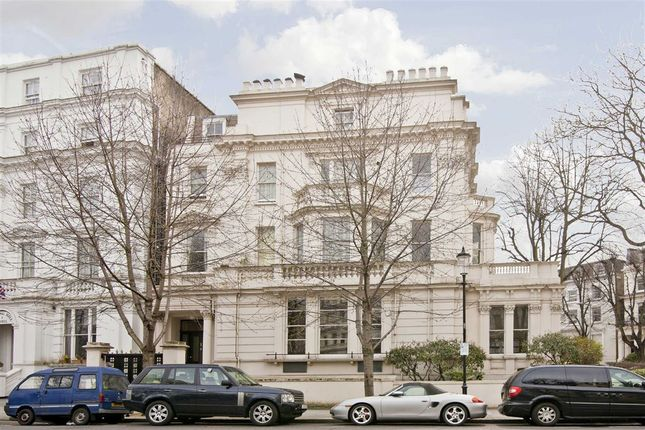 2 bed flat to rent in Pembridge Square, London