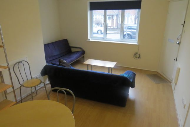 Studio to rent in Oakfield Court Oakfield Road, Finchley Central