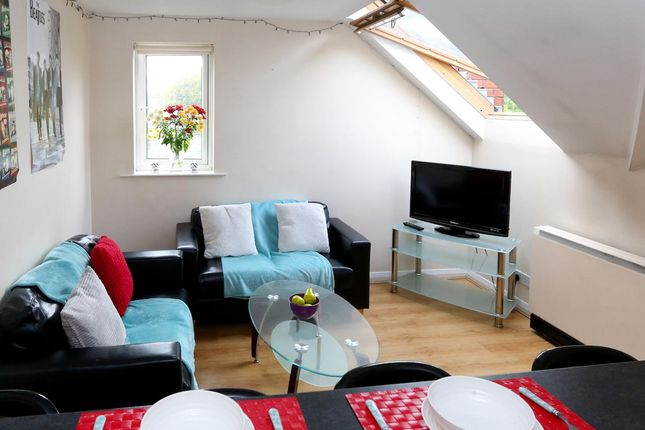 Thumbnail Flat to rent in Cromwell Range, Manchester