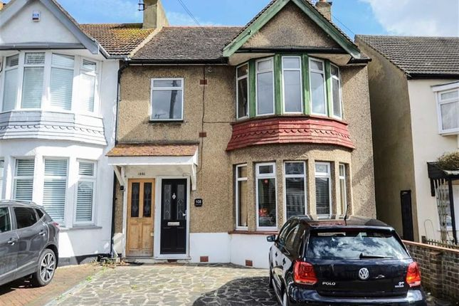Thumbnail Flat for sale in Southsea Avenue, Leigh-On-Sea, Essex