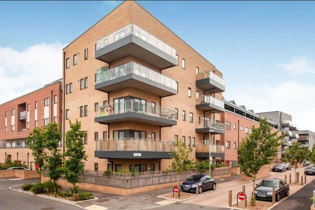 Thumbnail Flat for sale in Thornbury Way, London
