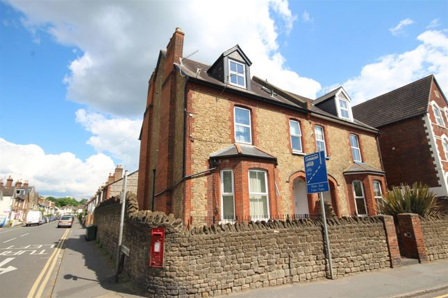 2 bed flat to rent in Woodbridge Road, Guildford