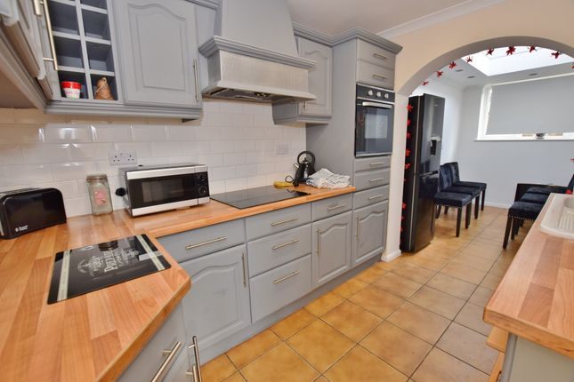 3 bed semi-detached house to rent in Aragon Close, Ashford