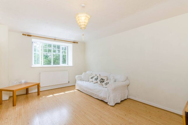 Thumbnail Flat to rent in Fernley Close, Pinner