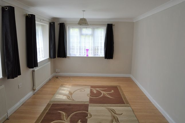 Thumbnail Property to rent in Long Readings Lane, Slough, Berkshire.