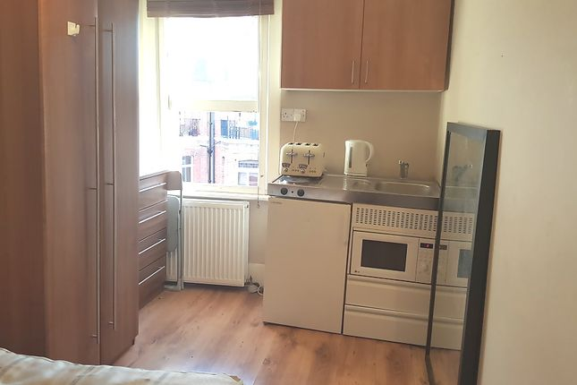1 bed flat to rent in Castletown Road, London