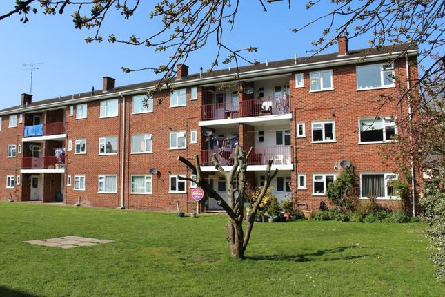 Thumbnail Flat for sale in Briarleas Court, Farnborough
