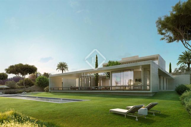 Thumbnail Villa for sale in Spain, Andalucía, Costa Del Sol, Marbella, Estepona, Mrb8623
