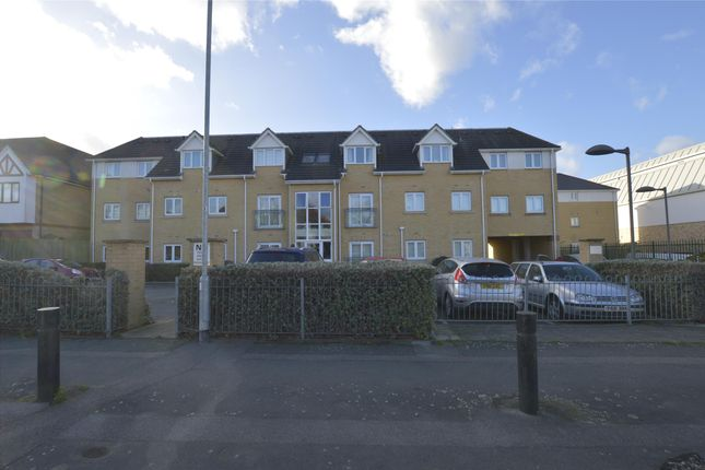 Thumbnail Flat to rent in Grenfell Avenue, Hornchurch