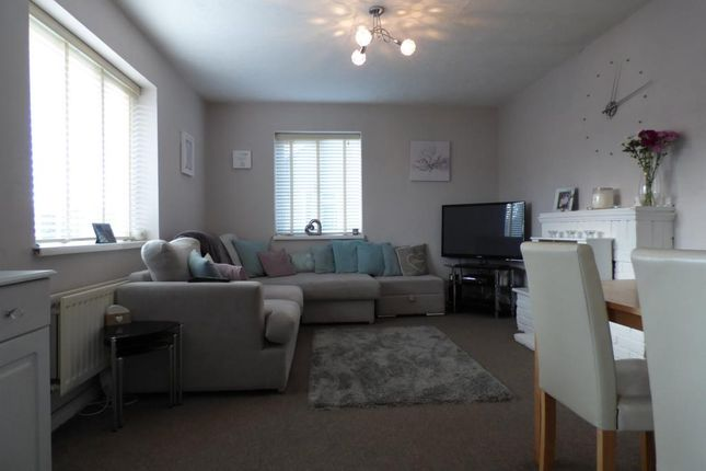 Thumbnail Maisonette for sale in North Farm Road, Farnborough